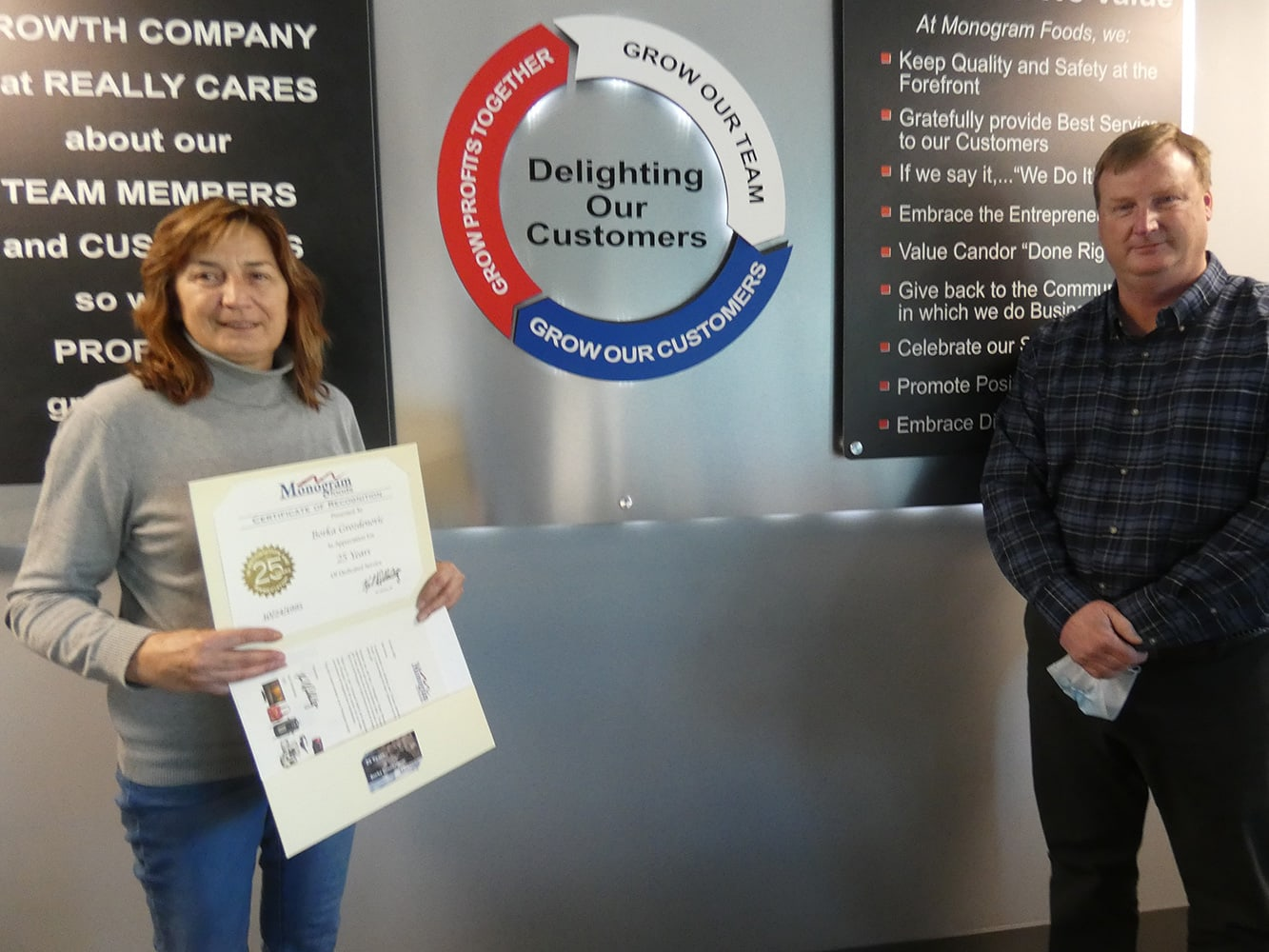 Wilmington employee receives certificate for 25 years of service
